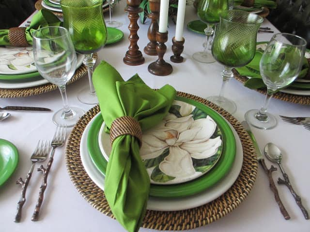 tuesday turn about #5 the best blog posts on the web green natural and brown tablesetting with plates glasses and centerpiece