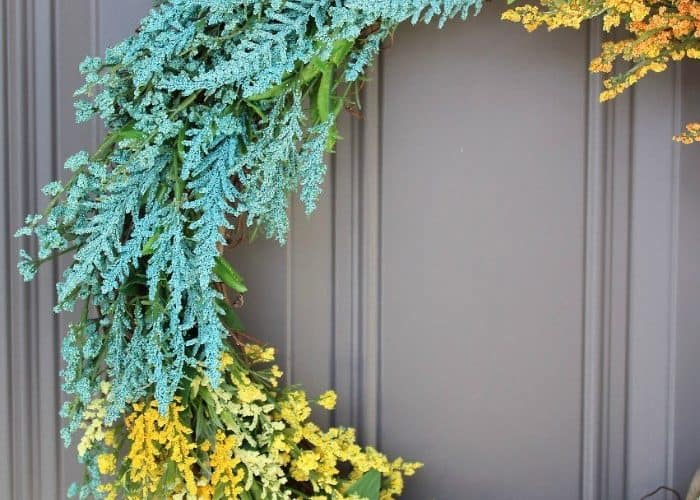 tuesday turn about 9 best blog diys wildflower wreath on gray door