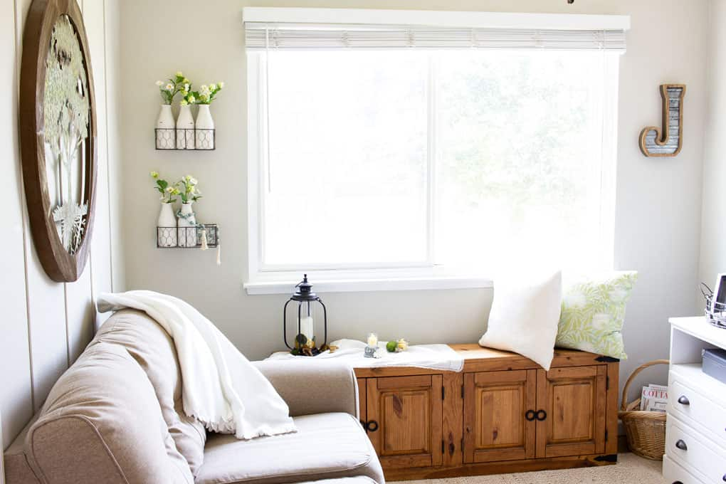 easy summer mantel decor living room with window seat and decorative items