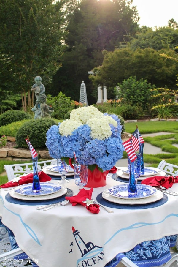 tuesday turn about link party 5 patriotic garden tablesetting a lush garden