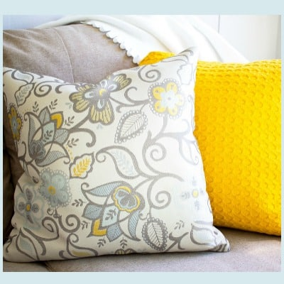 10-Minute Fall Decorating with Coordinated Pillows