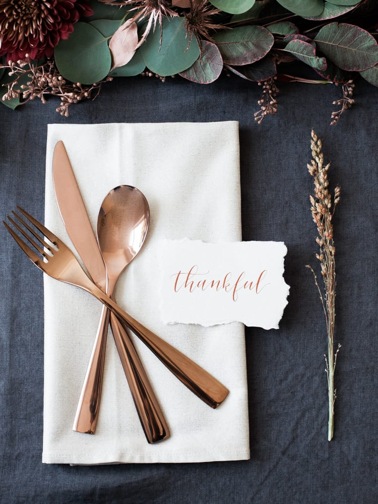 simple fall decor using place cards copper ware place setting on navy surface with natural elements