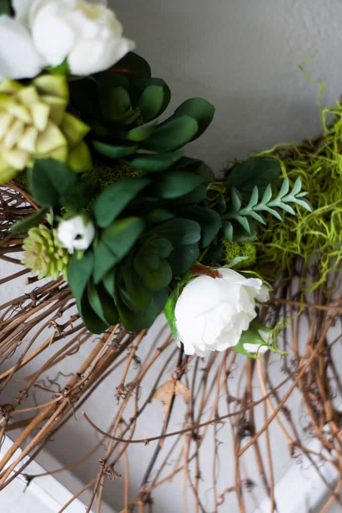 DIY 10-minute spring succulent wreath closeup