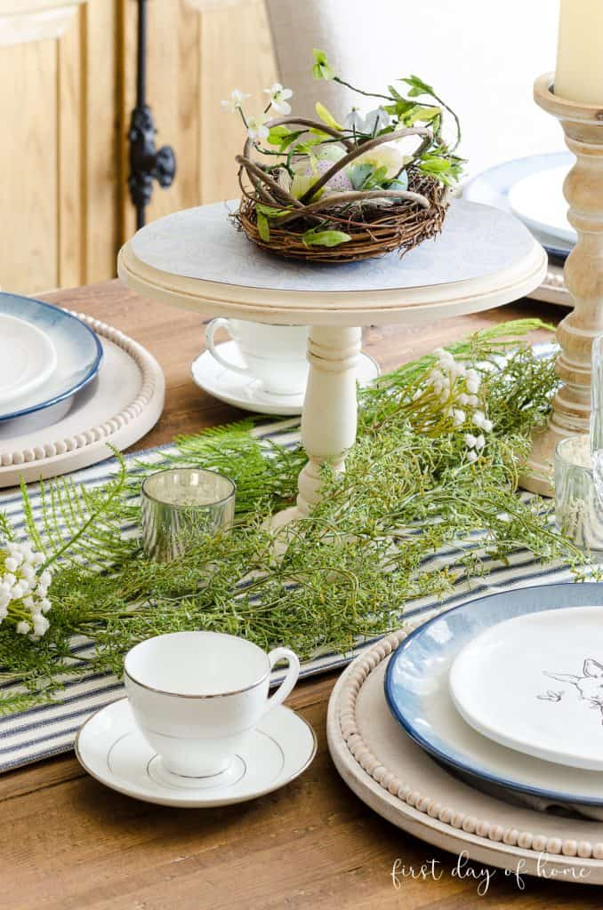 easy and lovely spring centerpieces diy cakeplate with greenery and dishware