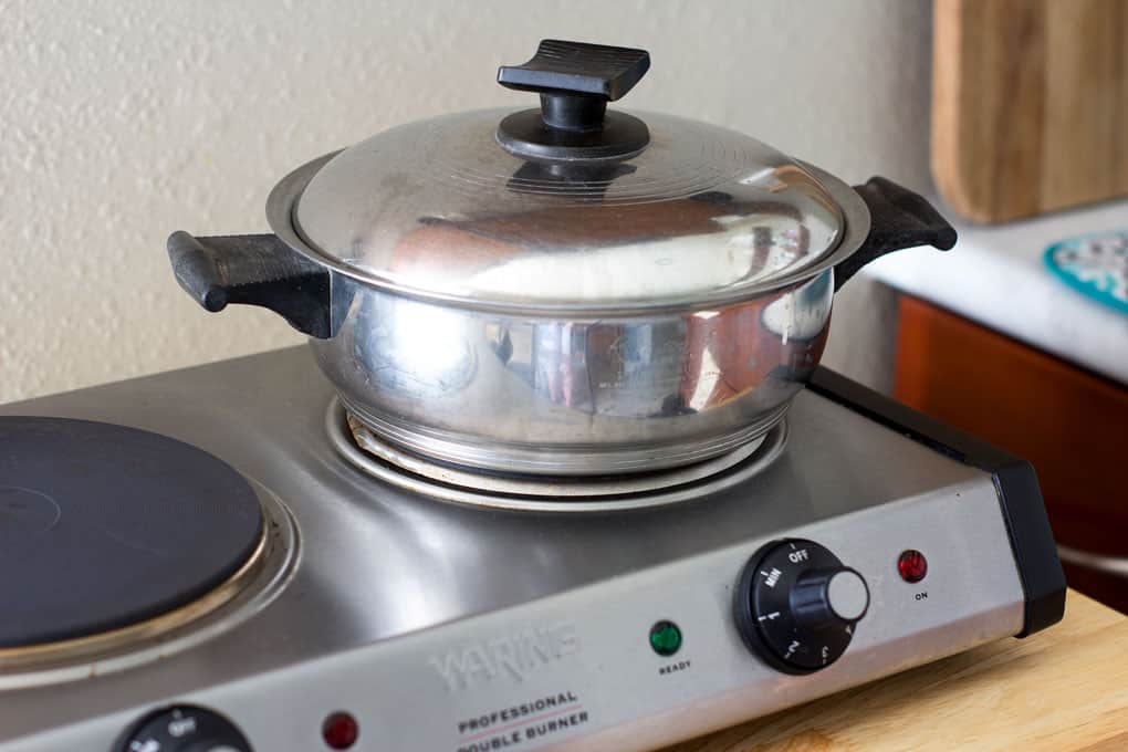 counter top burner with pot