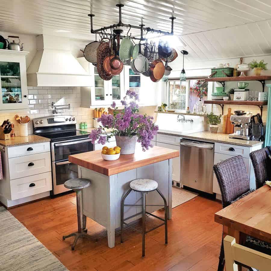 coastal cottage style kitchen