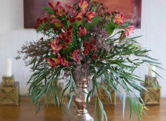 early fall centerpiece on wooden table