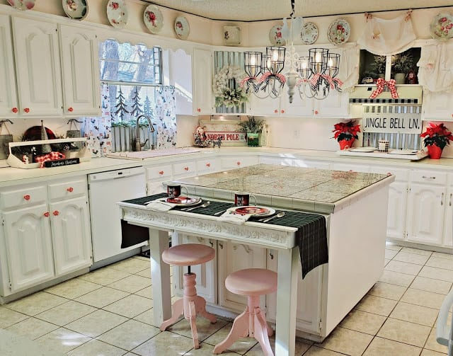 shabby christmas decor in kitchen