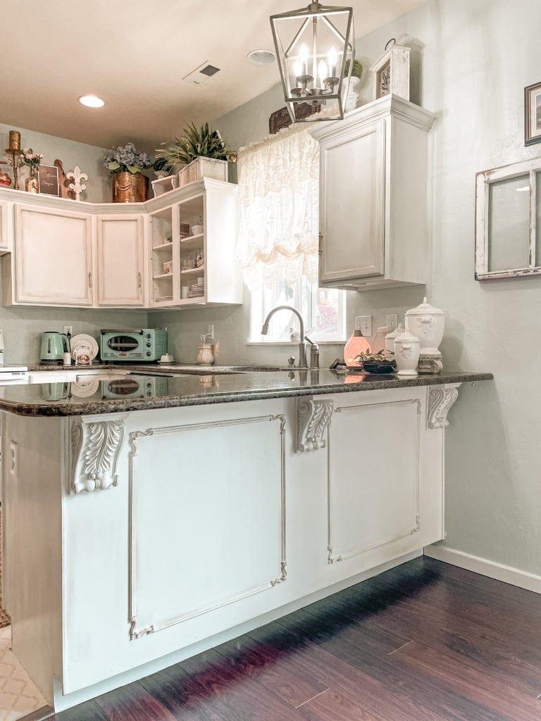 white kitchen with peninsula and farmhouse decor