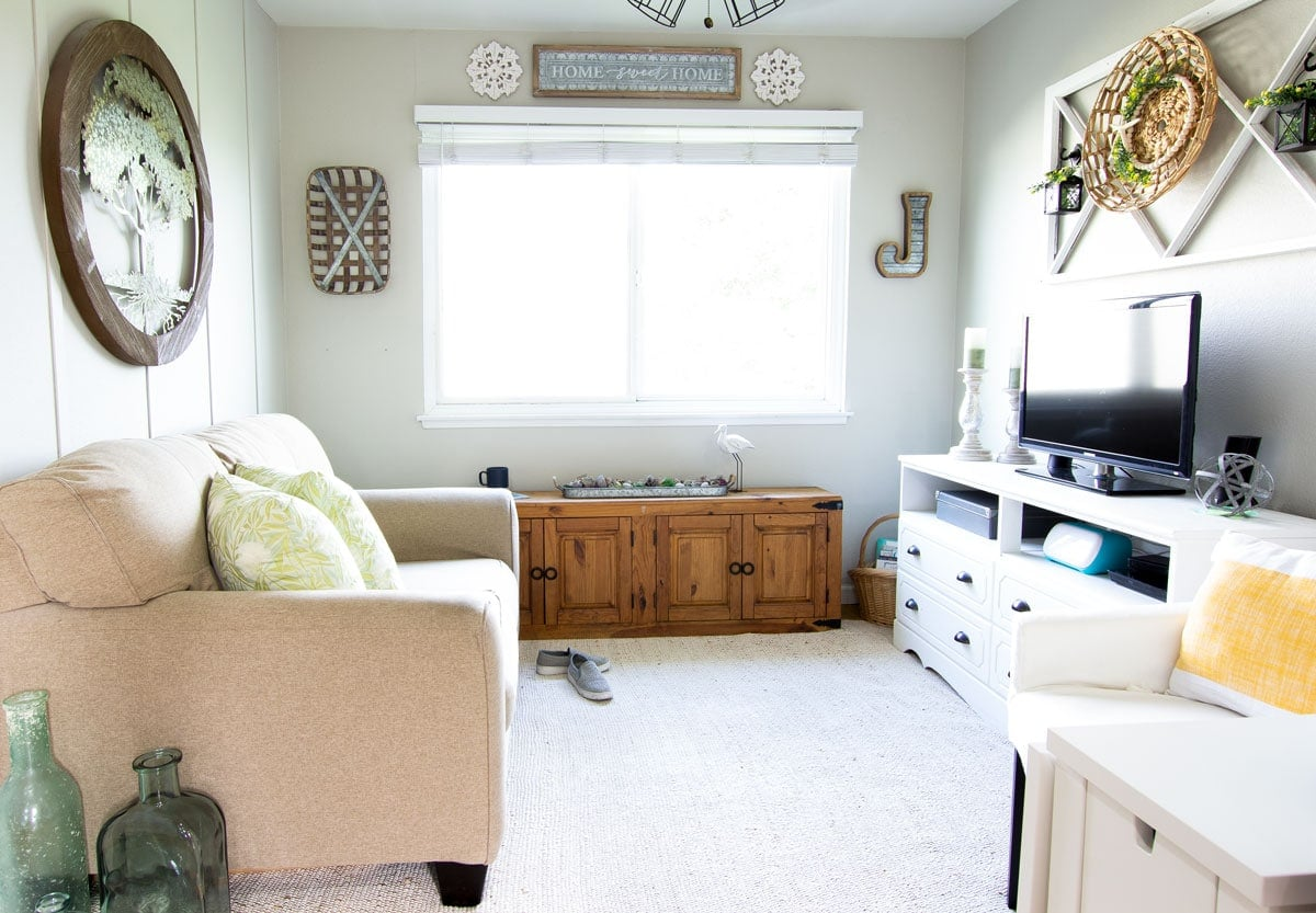 living room with furniture and summer decor