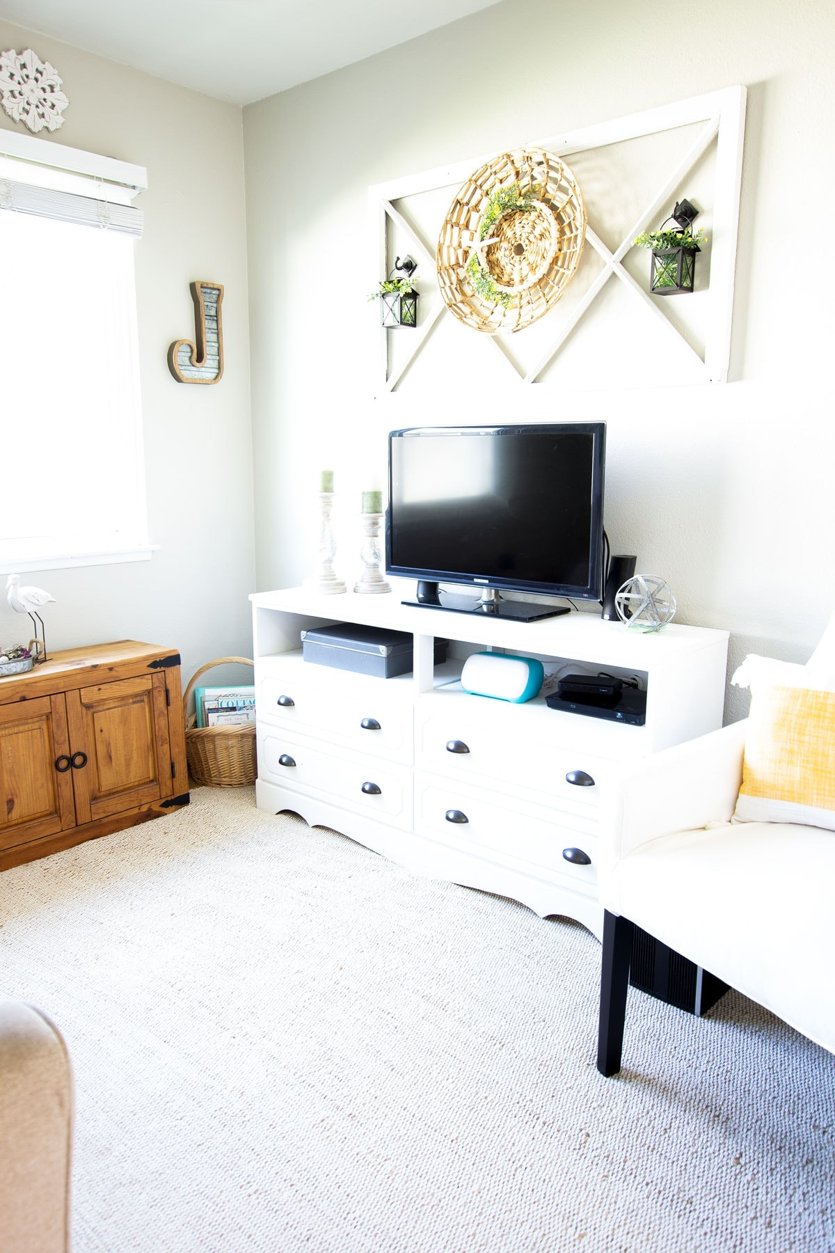 apartment summer decor tips iving room with furniture and summer decor