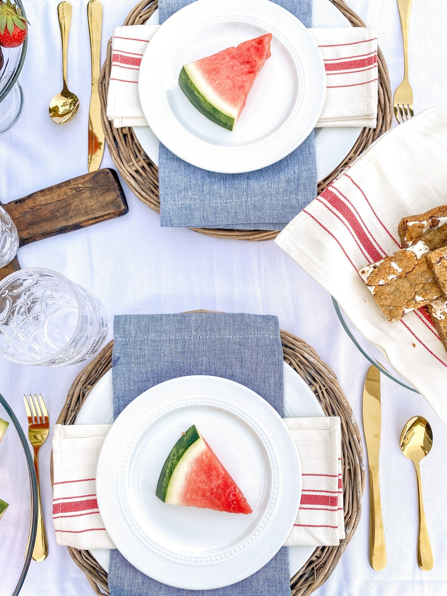 tuesday turn about 105 tablescape blue red and white with watermelon slices
