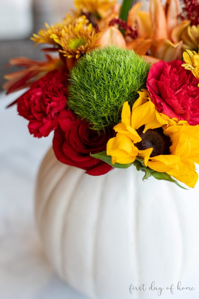 easy early fall diys white pumpkin with fresh flowers